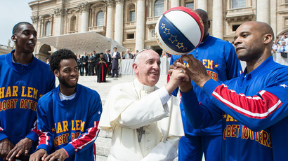 Pope Francis tests basketball skills on St. Peter's with Harlem Globetrotters