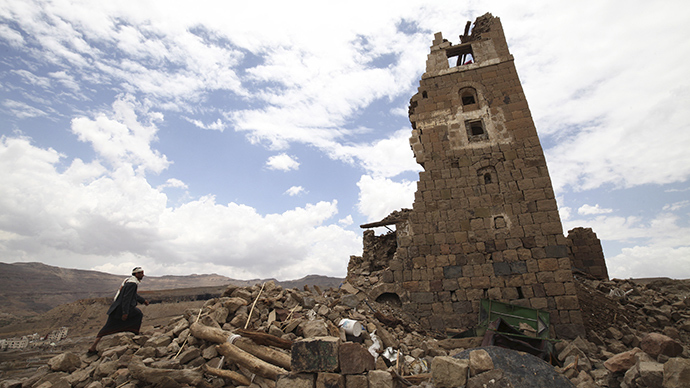 A man walks to a house that was damaged during an airstrike carried out by the Saudi-led coalition in Faj Attan village, Sanaa, Yemen May 7, 2015 (Reuters / Mohamed al-Sayaghi)