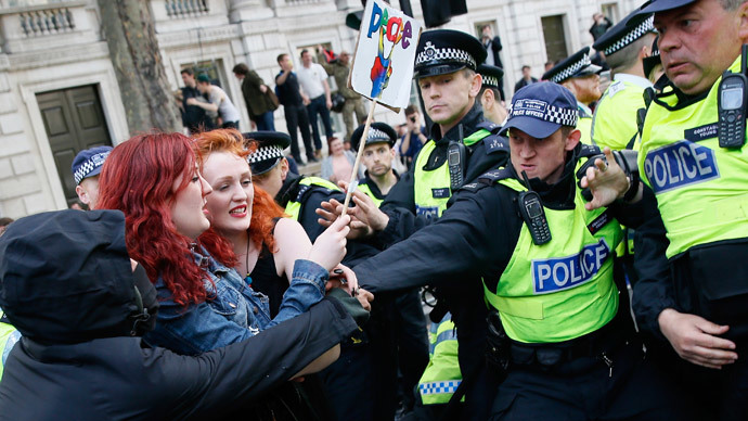 'No more f**king Tory cuts': Scuffles at anti-austerity demo in London (VIDEO)