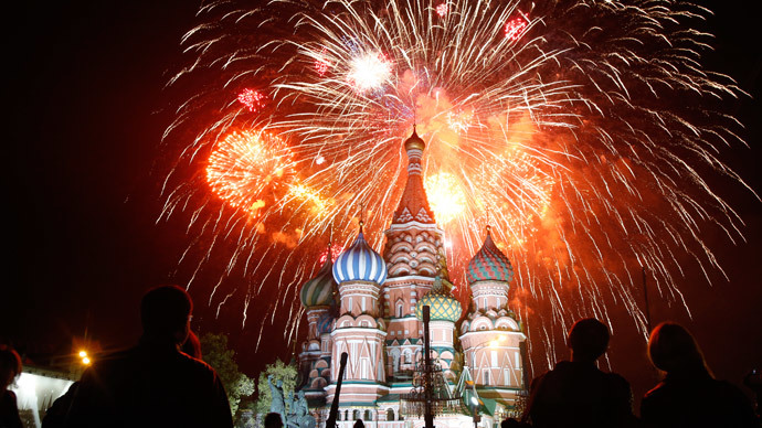 People watch fireworks exploding over St. Basil's Cathedral during the Victory Day celebrations at Red Square in Moscow, Russia, May 9, 2015. (Reuters / Maxim Shemetov)