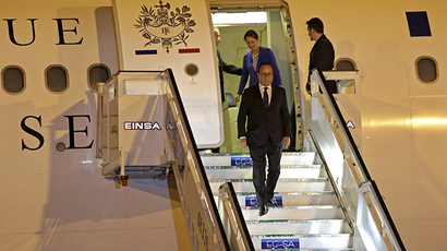 French President Francois Hollande steps out of his plane after arriving at the Jose Marti international airport in Havana May 10, 2015. (Reuters/Enrique de la Osa)