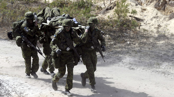 Estonian soldiers take part in NATO military exercise Hedgehog 2015 at the Tapa training range in Estonia May 12, 2015.(Reuters / Ints Kalnins)