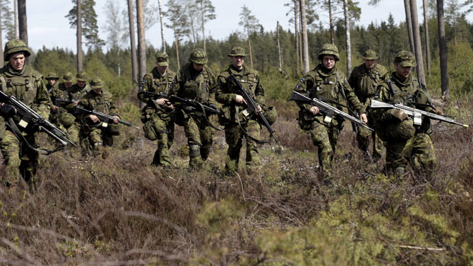 Estonian soldiers take part in NATO military exercise Hedgehog 2015 at the Tapa training range in Estonia May 12, 2015. (Reuters/Ints Kalnins)