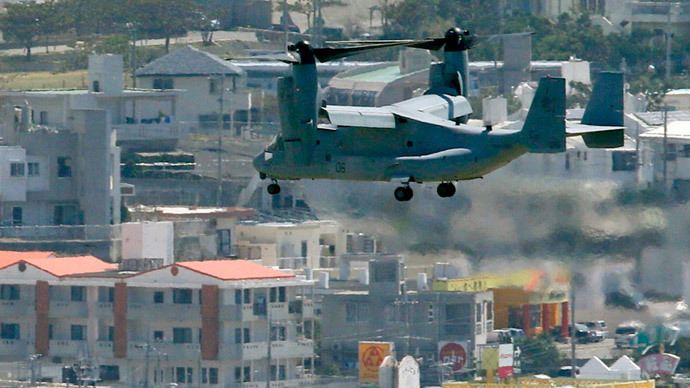 An MV-22 Osprey aircraft of the U.S. Marine Corps flies to land at the Marines' Futenma Air Station in Ginowan, Okinawa Prefecture (REUTERS/Kyodo)