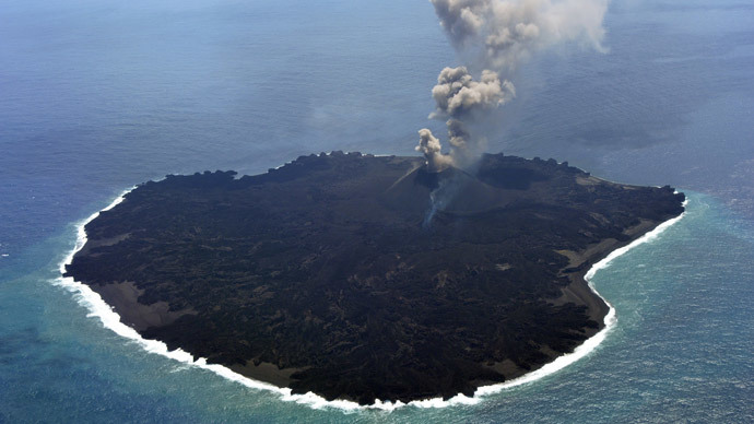 The newly-created Nishinoshima island at the Ogasawara island chain, 1,000 kilometres south of Tokyo, pictured on March 25, 2015 (AFP Photo)