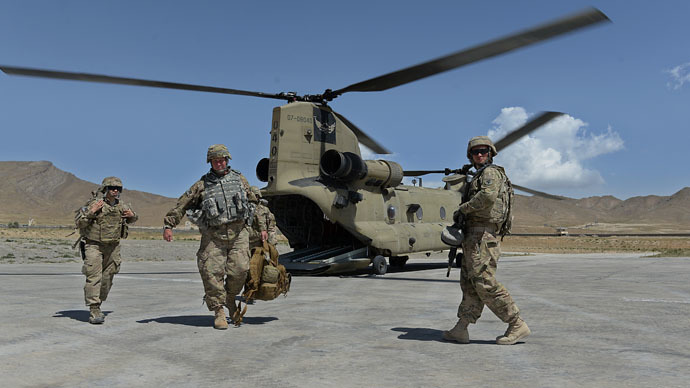 US soldiers, part of the NATO-led International Security Assistance Force (ISAF), walk from a Chinook helicopter in the Gardez district of Paktia province. (AFP Photo)