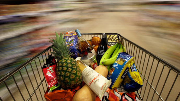 A shopping trolley is pushed around a supermarket in London, Britain May 19, 2015. (Reuters / Stefan Wermuth)