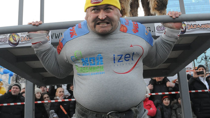 ​Russia's strongest man Elbrus Nigmatullin pulls 30-ton house (VIDEO)