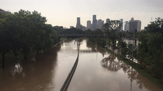 Flood waters cover Memorial Drive along Buffalo Bayou in Houston, Texas May 26, 2015 (Reuters / Harris County Flood Control District/  handout via Reuters)