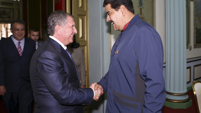 Venezuela's President Nicolas Maduro (R) and Rosneft Chief Executive Igor Sechin at Miraflores Palace in Caracas, in this May 27, 2015 (Reuters / Miraflores Palace / Handout via Reuters)