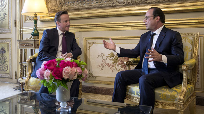 French President Francois Hollande (R) and Britain's Prime Minister David Cameron meet at the Elysee Palace in Paris, France, May 28, 2015. (Reuters/Etienne Laurent)