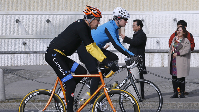 John Kerry suffers broken leg in cycling accident