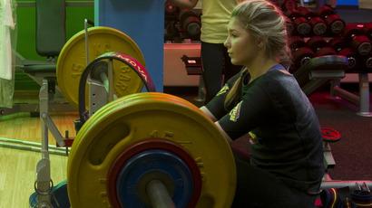 Maryana Naumova, who has set more than 15 world records in the women's benchpress according to the International Powerlifting Federation, training in a gym. (RIA Novosti/Kirill Kallinikov)