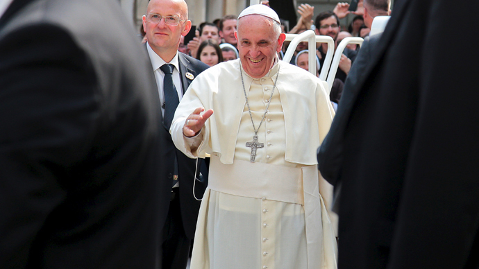 Pope Francis arrives at the Sacred Heart Cathedral in Sarajevo, Bosnia and Herzegovina June 6, 2015. (Reuters / Stringer)