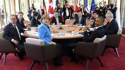 EU leaders, US president and Japanese PM attend the first working session of a G7 summit at the hotel castle Elmau in Kruen, Germany, June 7, 2015. (Reuters / Alain Jocard / Pool)