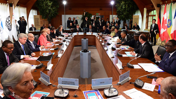 Participants attend the second working session of a G7 summit at the Elmau castle in Kruen near Garmisch-Partenkirchen, Germany, June 8, 2015. (Reuters / John Macdougall)