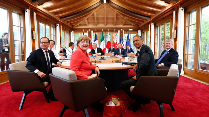 Commission President Jean-Claude Juncker, European Clouncil President Donald Tusk, Japanese Prime Minister Shinzo Abe (obscured) Canada's Prime Minister Stephen Harper, US President Barack Obama and Germany's Chancellor Angela Merkel, attend working meeting at the G7 summit at Elmau Castle hotel in Kruen near Garmisch-Partenkirchen, southern Germany, June 8, 2015. (Reuters / Michaela Rehle )