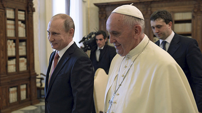 Russian President Vladimir Putin (L) meets with Pope Francis during a meeting in Vatican City, June 10, 2015. (Reuters/Alexei Nikolsky/RIA Novosti/Kremlin)