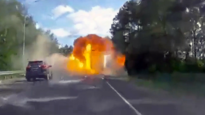 Car, truck collide, cause explosion on Russian road (VIDEO)