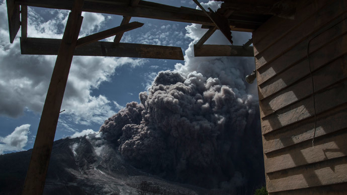 ​Sinabung eruption: Rumbling volcano sends more hot ash into Indonesian skies (PHOTOS, VIDEO)