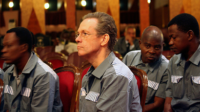 British mercenary Simon Mann (C) listens to evidence during his trial for organising a failed 2004 coup in Malabo June 20, 2008 (Reuters / Daniel Flynn)