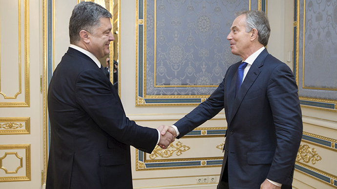 Ukrainian President Petro Poroshenko (L) welcomes former British Prime Minister Tony Blair as they meet in Kiev, Ukraine, June 17, 2015 (Reuters / Mykhailo Markiv)
