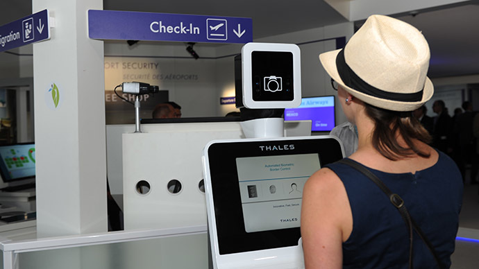 A visitor tries French manufacturer Thales'border control system with automated biometric at the International Paris Airshow at Le Bourget on June 17, 2015. (AFP Photo/Eric Piermont)
