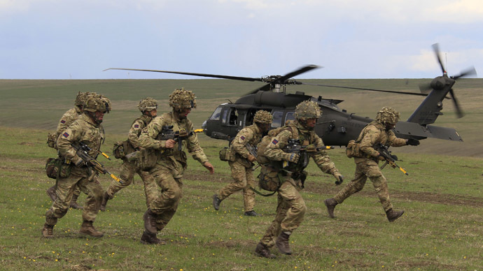 British soldiers disembark from a U.S. military helicopter. (Reuters/Radu Sigheti)