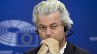 Dutch anti-Islam politician Wilders shows Mohammed cartoons on national TV