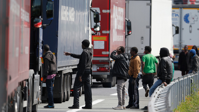 ​Calais migrant crisis: UK to beef up border security with 9ft high, 2.5 mile fence