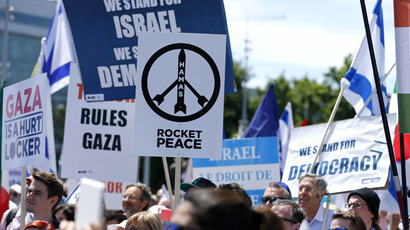 People demonstrate in support of Israel in front of the United Nations headquarters after a presentation of report by the Independent Commission of Inquiry on the 2014 Gaza Conflict in Geneva, Switzerland, June 29, 2015. (Reuters/Pierre Albouy)