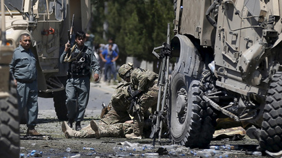 U.S. soldiers attend to a wounded soldier at the site of a blast in Kabul, Afghanistan June 30, 2015.  (Reuters / Mohammad Ismail)