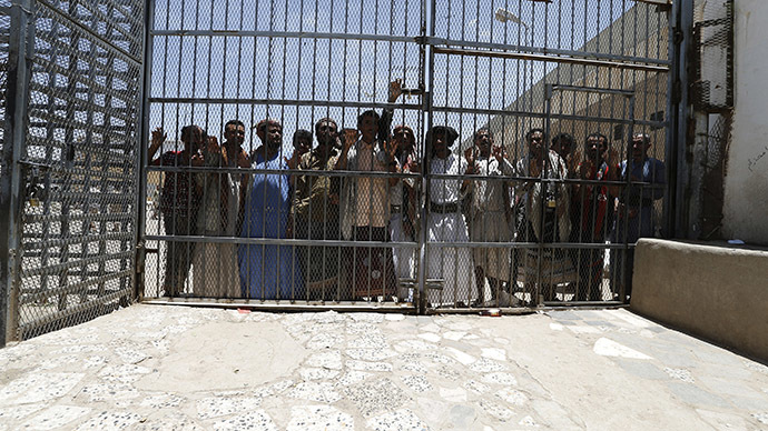 Over 1,000 inmates, incl Al-Qaeda suspects, escape Yemeni prison
