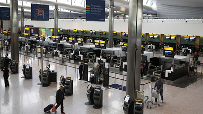 Passengers use the check-in at Terminal 2 at Heathrow Airport in London (Reuters / Neil Hall)