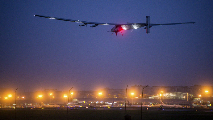 Solar-powered plane sets solo flight world record