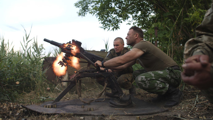 Members of the Ukrainian armed forces fire a grenade launcher.(Reuters / Maksim Levin)