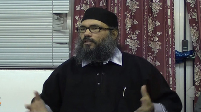 UK-based radical cleric Hani al-Siba (Screenshot from YouTube.com by CamdenDawah's channel)