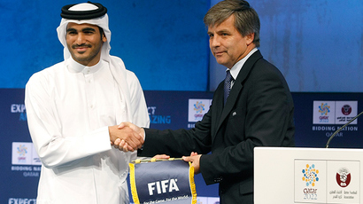 Qatar 2022 World Cup bid chairman Sheikh Mohammed bin Hamad bin Khalifa al-Thani poses with Harold Mayne-Nicholls, head of FIFA's six-man inspection team, during the FIFA Inspection Tour for the country's bid, in Doha September 16, 2010 (Reuters /  Stringer)
