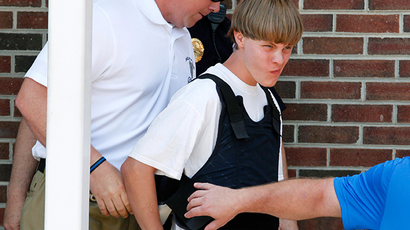 Police lead suspected shooter Dylann Roof, 21, into the courthouse in Shelby, North Carolina, June 18, 2015 (Reuters / Jason Miczek)