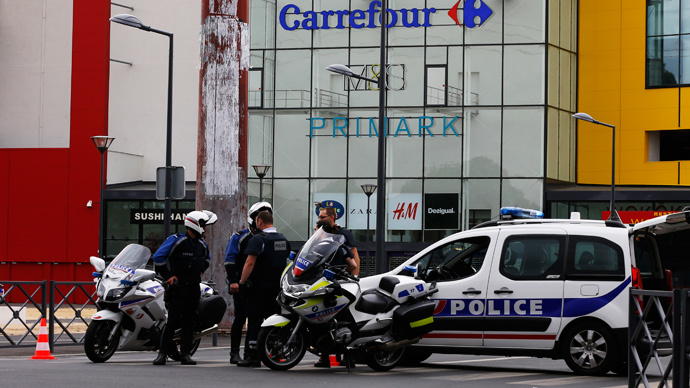 French special forces release 18 held hostage by gunmen in shop near Paris
