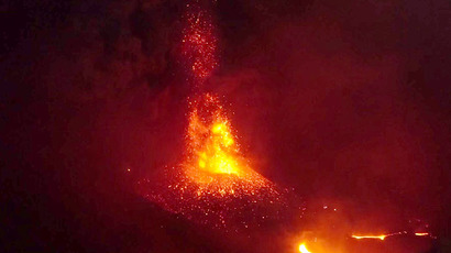 Gates of hell? Lava river, column of ash as volcano erupts in Indonesia (VIDEO)