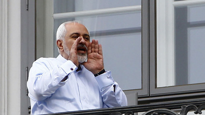 Iranian Foreign Minister Javad Zarif talks to journalists as he stands on the balcony of Palais Coburg, the venue for nuclear talks, Austria (Reuters/Leonhard Foeger)