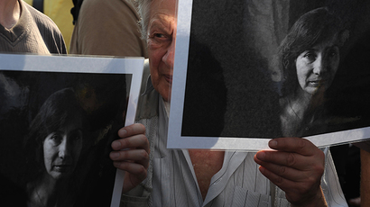 A rally in memory of the murdered human rights activist Natalya Estemirova in Novopushkinsky Park on July 16, 2009. (RIA Novosti / Grigoriy Sisoev)