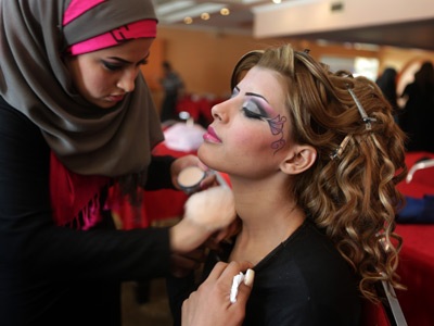 An Iraqi model is made up backstage before a show during a hairdressers and make up artists festival on February 9, 2013 in Baghdad (AFP Photo / Patrick Baz)