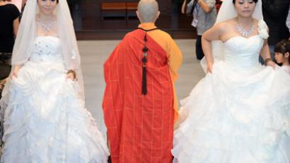 Taiwanese women Fish Huang (R) and her partner You Ya-ting attend their same-sex Buddhist wedding ceremony in Taoyuan.(AFP Photo / Sam Yeh)