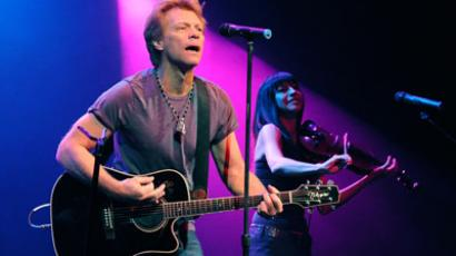 Jon Bon Jovi performing at NBCUniversal and The American Red Cross benefit to help victims of Hurricane Sandy (AFP Photo / David Becker)