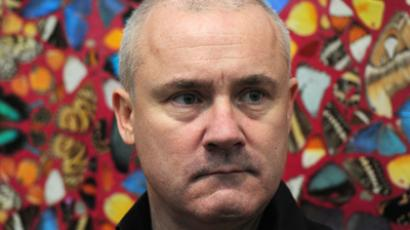 Damien Hirst poses for photographers next to his work entitled 'I Am Become Death, Shatterer of Worlds 2006' (AFP Photo / Carl Court)