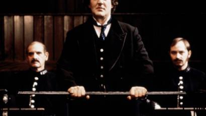 Stephen Fry in Wilde (image from kinopoisk.ru)