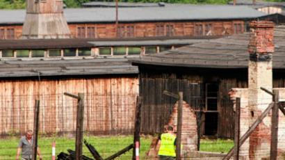 Police investigates burnt barracks of former Nazi death camp Majdanek in Lublin August 10, 2010.(Reuter / Agencja Gazeta)