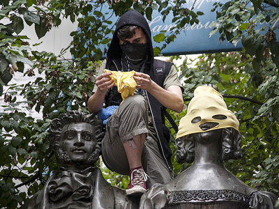 """Monuments across Moscow have been """"masked"""" in support of the Pussy Riot members (Image from Lenta.ru)"""